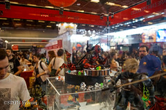 Japan Expo 2017 4e jrs-78 (Flashouilleur Fou) Tags: japan expo 2017 parc des expositions de parisnord villepinte cosplay cospleurs cosplayeuses cosplayers française français européen européenne deguisement costumes montage effet speciaux fx flashouilleurfou flashouilleur fou manga manhwa animes animations oav ova bd comics marvel dc image valiant disney warner bros 20th century fox star wars trek jedi sith empire premiere ordre overwath league legend moba princesse lord ring seigneurs anneaux saint seiya chevalier du zodiaque