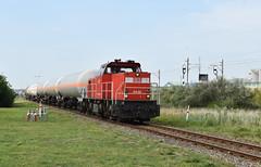 2017-07-19_5167 DBC 6438 Botlek Rotterdam (Peter Boot) Tags: dbc 6438 botlek rotterdam dbc6438 dieselloc trein ketelwagen ketelwahentrein goederentrein goederenvervoer 6400 lyondell gatx zagns uncode1055 isobutyleen vtg zacns uncode3092 1methoxy2propanol spoor spoorwegen