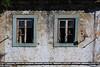 Pas complètement abandonnée (hans pohl) Tags: portugal setubal montijo architecture windows fenêtres façades pigeons birds oiseaux abandonné abandoned