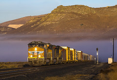 UP 2673 S QRVWCB 06 Monolith, CA (Slug96) Tags: union pacific tehachapi pass california trains fog mountains canon golden light explore