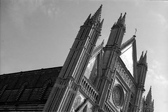 Slanted Reach (Dylan H, from the road) Tags: eu europe italia italy umbria orvieto duomo church cathedral lines geometry blackandwhite bnw blacknwhite