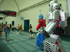 Optimus Prime and Megatron stroll past (Sconderson Cosplay) Tags: comic con san diego sdcc 2016 optimus prime megatron transformers cosplay