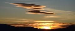'J'ai vu des OVNI !' (RarOiseau) Tags: nuage couchant couteur ciel alpesdehauteprovence melve paca saariysqualitypictures v1500