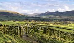 Vale of Edale (l4ts) Tags: landscape derbyshire peakdistrict darkpeak gate valeofedale pennineway thegreatridge farmland drystonewalls