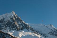 Aiguille du Midi ja varjoliitäjä (latelate) Tags: aiguilledumidi alppipönötys2018 chamonixmontblanc auvergnerhônealpes france fr