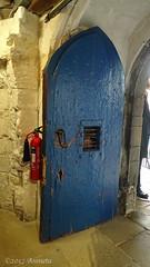 Old blue (♥ Annieta ) Tags: annieta juli 2017 sony holiday vakantie england scotland uk greatbritain bridlington deur door porte allrightsreserved usingthispicturewithoutpermissionisillegal museum bayle wood hout blauw blue hx350 brandblusser entree entrance