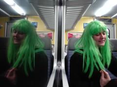 La fée verte (LetsLetsLets) Tags: fevereiro 2018 peruca perruque comboio féeverte train cabeleira janela reflexo reflection