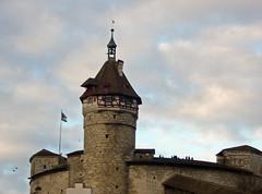 2017.12.26.068 SHAFFHAUSEN (alainmichot93 (Bonjour à tous - Hello everyone)) Tags: 2017 suisse schweiz svizzera europe cantondeschaffhouse schaffhousen architecture château castle schlösser castillo castello nuages clouds nubes nuvens wolken nuvole tour tower thor