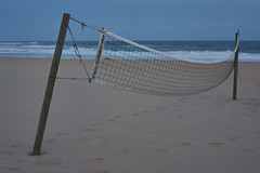Net (Stueyman) Tags: sony alpha ilce a7 a7ii newcastle beach sea ocean sky water waves pacificocean nsw newsouthwales au australia za zeiss 85mm volleyball net cold