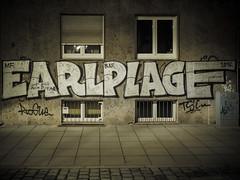 Sgrafito (schauplatz) Tags: deutschland dunkelheit feuersee nacht stuttgart darkness night sgrafito graffiti fenster window dark