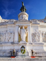 toy soldiers (khrawlings) Tags: soldiers guards monument national italy rome altar fatherland altaredellapatria white marble horse statue wreath