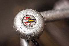 Münchner Kindl (suzanne~) Tags: bell detail jh lensbaby münchenerkindl rain sweet80 bike bicycle 100bicycles