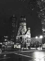 Gedächtniskirche (goodbyetrouble) Tags: berlin gedächtniskirche breitscheidplatz bw monochrome mono night kirche church kaiserwilhelmgedächtniskirche hohler zahn