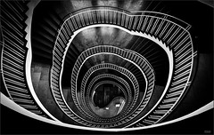 - RVOBO - (antonkimpfbeck) Tags: architektur staircase circularstairs bw blackandwhite monochrome fuji xt20 xf1024