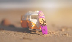 Sunset Surf... #7DWF #WednesdayTheme #Macro (KissThePixel) Tags: sunset sunlight nikon nikond750 50mm sigmaart sigmaf14 bokeh bokehlicious bokehwednesday macro macrowednesday 7dwf wednesday january dof dofalicious depthoffield perspective campervan vw vwcampervan toy miniature stilllife stilllifephotography creativeart creativephotography sand beach surfboard surf