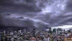 Storm is coming (ur.bes) Tags: cambodge cambodia canon phnompenh 600 600d eos penh phnom city cloud nuage orage storm ville hdr high dynamic range
