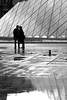 Just a kiss in the rain (pascalcolin1) Tags: paris pyramide pyramid louvre pluie rain reflets reflection nuit night photoderue streetview urbanarte noiretblanc blackandwhite photopascalcolin 50mm canon50mm canon