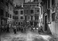 Venice - school break (www.streetphotography-berlin.com) Tags: school children playing venice italy break street streetphotography streetlife architecture blackandwhite blackwhite impressionist old town light shadow fineart impressionism