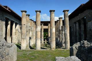 Pompei, l'atrio corinzio della casa di Epidio Rufo