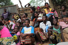 Displaced women at the Simba Mosala Site in Kikwit, Democratic Republic of Congo.  Credit: Badylon Kawanda Bakiman/IPS (IPS Inter Press Service) Tags: drc idps refugees conflict women