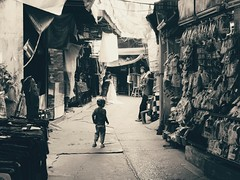 20180207_201559 (andreyustyuzhanin) Tags: life citylife bangkok child kid sidestreet alley market bw blackandwhite asia melancholy poverty slums тлен таи ребенок нищета бангкок рынок blackwhite