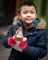 Enjoying a special treat in the Big Apple (kuntheaprum) Tags: chinatownmanhattan thebigapple newyorknewyork cityscape giftshop nikon d750 samyang 85mm f14