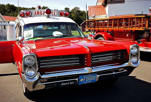 Red Superior 1964 Pontiac Bonneville Ambulance 1964 Old Photo
