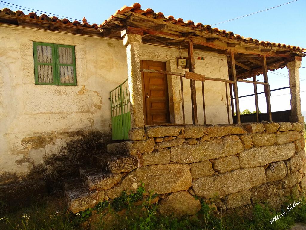 Águas Frias (Chaves) - ... uma bela varanda de uma bela casa ...