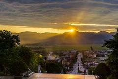 Západ slunce nad Dien Bien Phu (zcesty) Tags: západslunce soumrak město krajina hory vietnam27 vietnam hdr dienbienphu dosvěta thànhphốđiệnbiênphủ điệnbiên vn