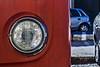 Una fría mirada (Ignacio M. Jiménez) Tags: volkswagen faro headlight rojo red ignaciomjiménez furgoneta van ubeda jaen andalucia andalusia españa spain
