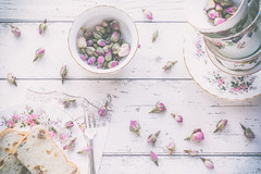 35/365: A scattering of rosebuds (judi may) Tags: 365the2018edition 3652018 day35365 04feb18 rosebuds scattered scatteredrosebuds rosebudtea flatlay stilllife plate fork napkin cupsandsaucers teacup teacups canon7d 50mm vintage vintageteacups
