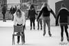 Geen echte winter toch even schaatsen. (Digifred.) Tags: digifred 2018 amsterdam nikond500 nederland netherlands holland iamsterdam straat street city grachten streetphotography blackwhite blackandwhite monochrome toeristen candid girls tourist girl ijspret iceskating schaatsen stoel chair museumplein