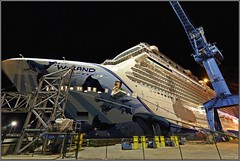 Norwegian Bliss in Papenburg - 20 - Nighttime work in progess (wrblokzijl) Tags: cruiseship kreuzfahrtschiff cruiseliner cruises cruising cruise papenburg meyerwerft meyerwerftpapenburg meyershipyard shipyard meyer boat ship 遊輪 круизное судно crucero nave crociera paquebot croisière navire cruzeiro krydstogtskib κρουαζιερόπλοιο cruiseskip risteilyalus 游轮 kryssningsfartyg クルーズ船 breakawayplus ncl norwegian nclbliss norwegianbliss wyland robertwyland imo9751509 night nightshot longexposure nighttime darkness