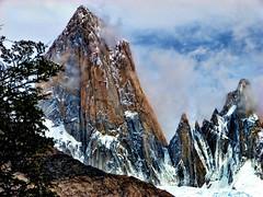 La montaña...de cerca (Miradortigre) Tags: andes patagonia fitzroy chalten aventura argentina mountain ridge granite rock roca ice hielo nieve snow