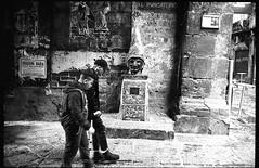 (Break a Leg) (Robbie McIntosh) Tags: leicam2 leica m2 rangefinder streetphotography 35mm film pellicola analog analogue negative leicam summicron analogico leicasummicron35mmf20iv blackandwhite bw biancoenero bn monochrome argentique summicron35mmf20iv autaut dyi selfdeveloped filmisnotdead leicasummicron35mmf2iv strangers candid guessexposure sunny16 nometering kodaktrix kodak trix pulcinella d76 man motionblur boys statue