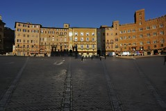 Piazza del Campo, Siena, Italy. (edk7) Tags: nikond300 sigma1224mm14556dghsmex edk7 2008 italy italia tuscany toscana siena piazzadelcampo townsquare architecture building oldstructure residence café restaurant hotel pavement brick truck signage shadow sky tower city cityscape urban herringbonepavingstones awning