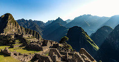 Sunrise Machupicchu (Valter Patrial) Tags: mountains mountain land landscape peru cuzco andes cordilheira tour adventure machupicchu machu picchu downtown sunshine speckled light sky blue
