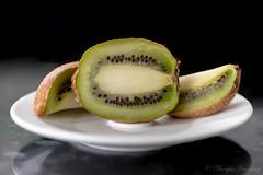 Kiwi (Wargus) Tags: kiwifruit pentaxk1 dailyinchallenge fruit autofocuslens smcpentaxdfamacro100mm fareham england unitedkingdom gb