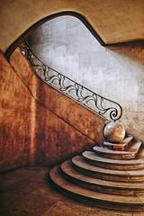 Couleur ou..... (Isa-belle33) Tags: urban urbain city ville escalier wall mur stairs artdeco vintage retro fujifilm colors couleurs architecture
