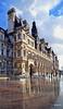 Tras la lluvia. Hotel de Ville, París. (Santos M. R.) Tags: hoteldeville parís francia reflejo ayuntamiento nubes clouds mirror naturalmirror