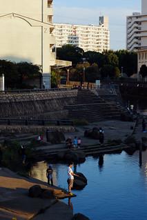 午後の川辺