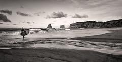 Una tarde de Invierno (begonafmd) Tags: bnw bn surf playa costa paisaje mar oceano agua arena rocas hendaia paisvasco euskadibasquecountry