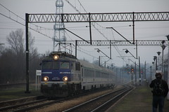 PKP IC EP07-1061 , Wrocław Muchobór train station 09.02.2018 (szogun000) Tags: wrocław poland polska railroad railway rail pkp station wrocławmuchobór engine locomotive lokomotywa локомотив lokomotive locomotiva locomotora electric elektrowóz ep07 ep071061 pkpic pkpintercity train pociąg поезд treno tren trem passenger intercity ic 3804 hetman d29273 d29275 d29757 d29758 e30 ce59 dolnośląskie dolnyśląsk lowersilesia canon canoneos550d canonefs18135mmf3556is