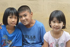 brother with sisters (the foreign photographer - ฝรั่งถ่) Tags: brother two sisters khlong thanon portraits bangkhen bangkok thailand nikon d3200