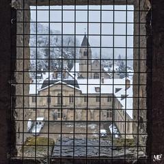 derrière la grille DxOFP XT2 DSCF1076 (mich53 - thank you for your comments and 4M view) Tags: carré valdoise frankreich france landscape larocheguyon xt2 xf1655mmf28rlmwr château clocher grille window fenêtre hiver saisons 4winter winter 2018 grid