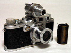 Leica IIIc with VIDOM and FILCA (bac1967) Tags: leicaiiic leica leicarangefinder leitzelmar5cmf35lens leitzwetzlar leitzfilca filca vidom elmar 1946 filcafilmcassette film cassette viewfinder leitzvidom rangefinder rangefindercamera 35mmfilm 135film vintage drp germany