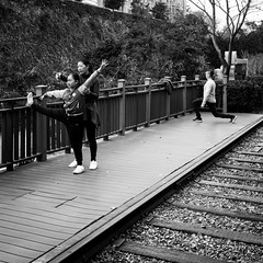 Train-ing (Go-tea 郭天) Tags: xiamen platform train track wood wodden training trainer mother daughter woman kid lady girl fitness exercices sports young hard soft flexible candid family together street urban city outside outdoor people bw bnw black white blackwhite blackandwhite monochrome naturallight natural light asia asian china chinese canon eos 100d 24mm prime