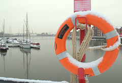 A bit of snow at Preston Docks (Tony Worrall) Tags: preston lancs lancashire city england regional region area northern uk update place location north visit county attraction open stream tour country welovethenorth nw northwest britain english british gb capture buy stock sell sale outside outdoors caught photo shoot shot picture captured ashtononribble ashton prestondocks prestonmarina docks marina wet water waterside ring rope weather snow winter snowy ice icy cold freeze chill chilly
