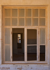 IMGP3809 Window (Claudio e Lucia Images around the world) Tags: kolmanskuppe kolmanskop namibia namib namibdesert ghosttown diamondtown oldtown abandoned abandonedtown sandcovered covered pentax pentaxk5 pentax18135 legno finestra muro door shadows shade stanza