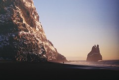 (André Terras Alexandre) Tags: film analog 35mm iceland golden hour vil black sand beach